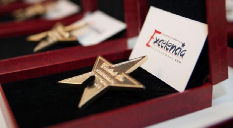 detectives, estrella de oro, mérito profesional, profesionales, prestigio, investigación, reconocimiento, labor,